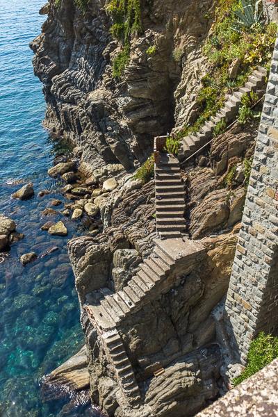 cinque_terre_beach_steps.jpg