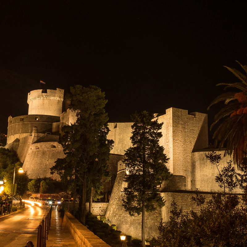 dubrovnik_old_city_wall_night_shot.jpg