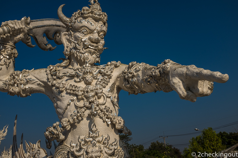 thai_warrior_leads_the_charge_white_temple.jpg