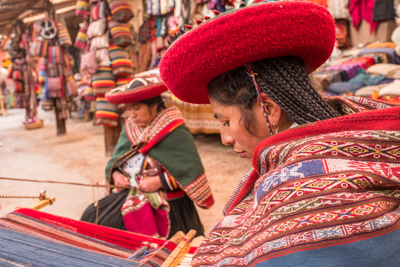ladies_tradional_weaving_peru.jpg