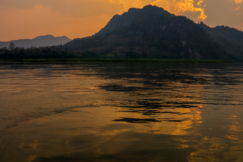 sunset_mekong_river_luang_prabang.jpg