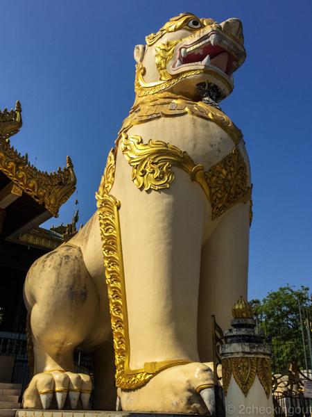 massive_lion_statue_entrance_shwedagon-pagoda_yangon_myanmar.jpg