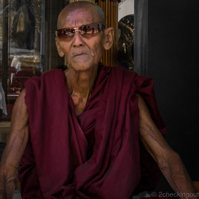 monk_shwedagon-pagoda_yangon_myanmar.jpg