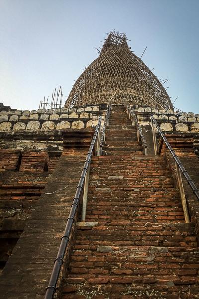 steps_leading_up_shwesandaw_pagoda_bagan_myanmar.jpg
