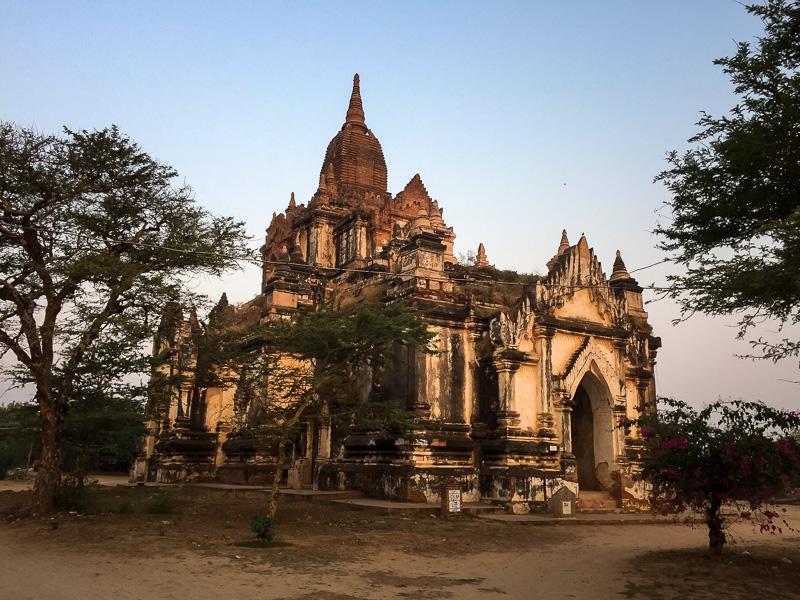 Temple heaven, spot the tourist!