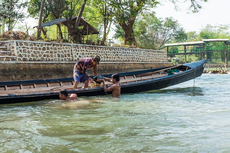 workers_inle_lake_myanmar.jpg