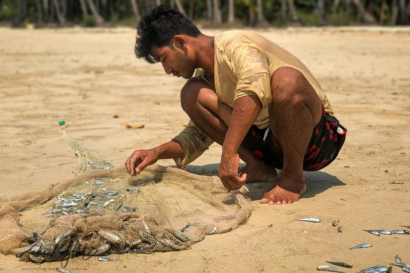 fisherman_ngapoli_beach_myanmar.jpg