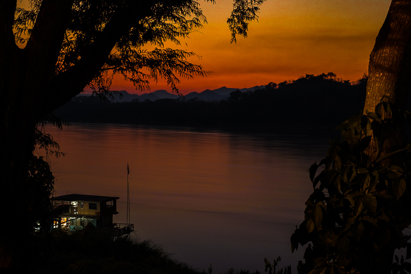 mekong_river_sunset.jpg