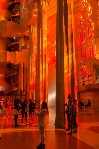 inside-sagrada-famílía-orange-glow.jpg