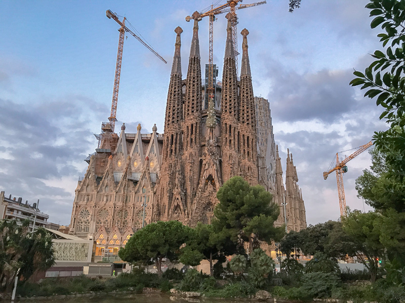 Sagrada Famílía at sunrise