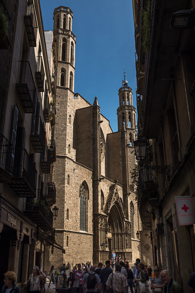 barcelona-narrow-street-with-church-at-the-end.jpg