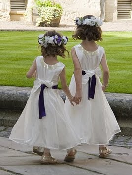 Pretty flower girls curls