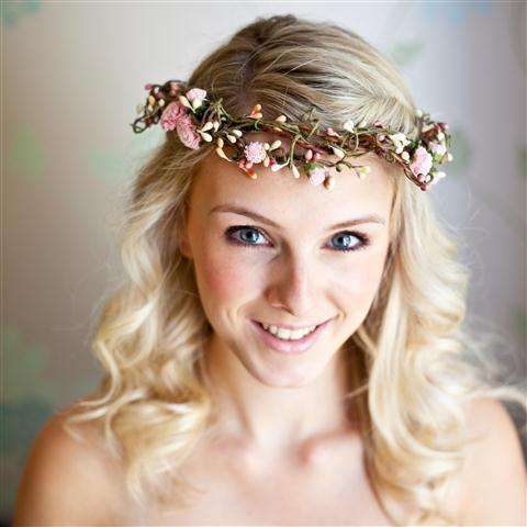 Floral halo with pink flowers and buds