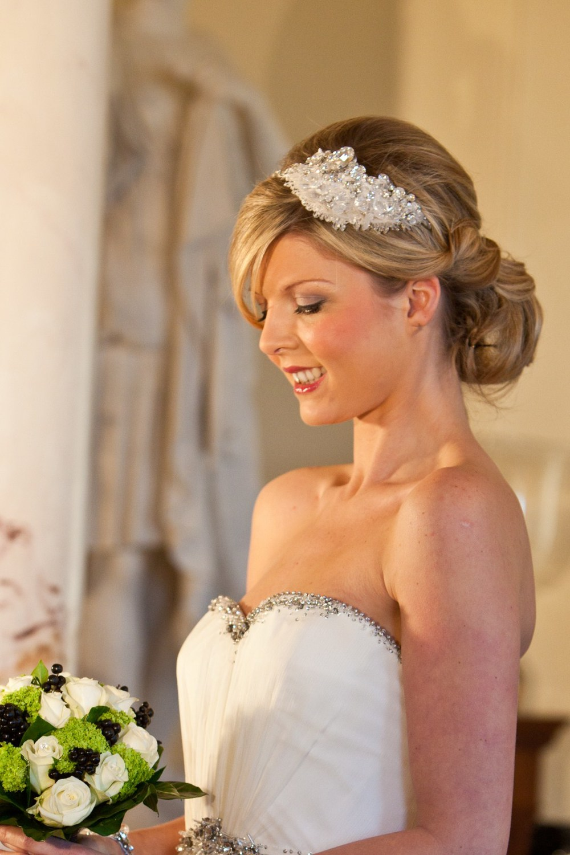 Невеста и свадебная прическа фото