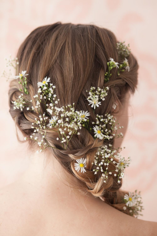 Wild daisy and gypsophila hair details