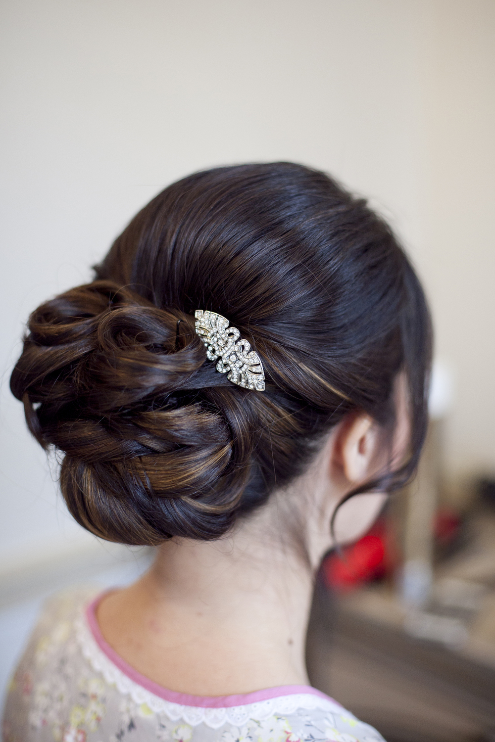 Hair Up With Broach Hair Accesory