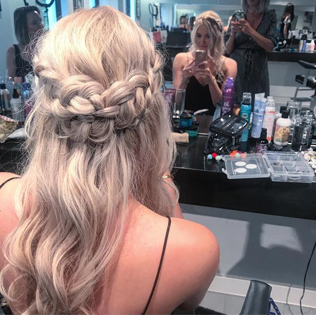 One more, just 'cause!  Blooming LOVE working with you @alhicksy you're such a dream boat ✨ #mybestfriendscousin ❤️ . . #bts #bumbleandbumble #bumbleandbumbleuk #model #blonde #plaits #braids #waves #surfchick #weddinghairbutcooler #lovehair #hairtraining #hairhowto #blonde #haireducation #haidresser #makeupartist #ghd #haireducator #haircourse 💋