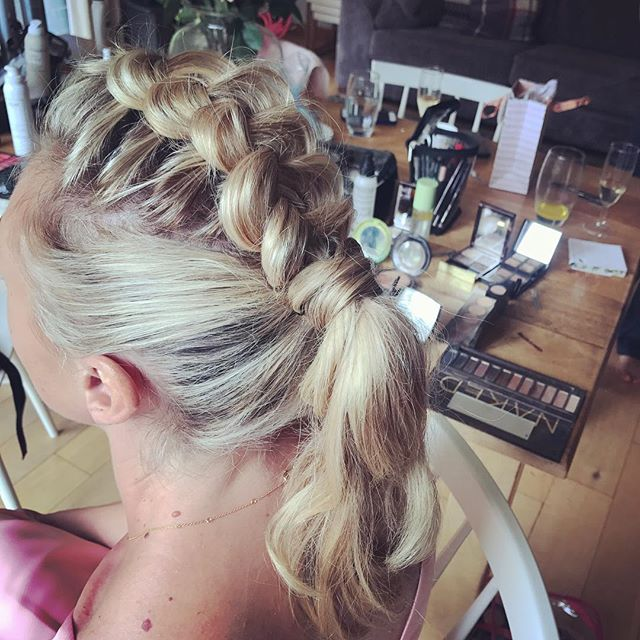 All over this look 💖 . . . #weddinghairbutcooler #bridesmaids #braids #plait #hair #weddinghairsurrey #coolbride 💋