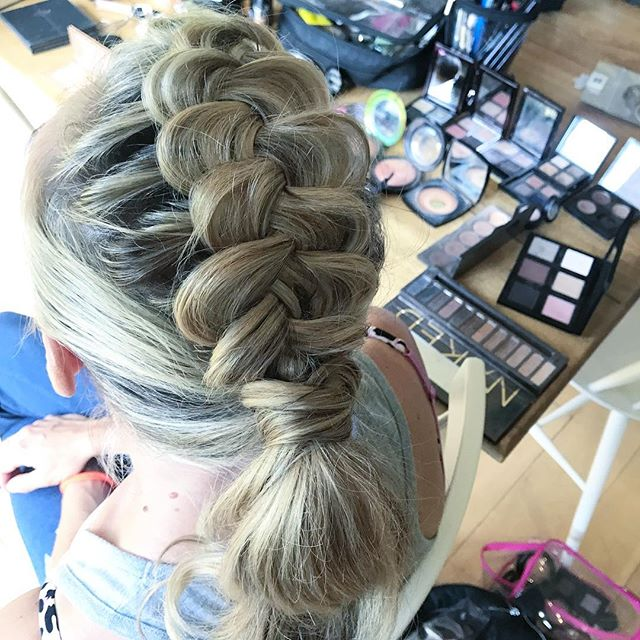 Time for a new trend babes 💘 . . . #weddinghairbutcooler #aheadofthecurve #hair #bridesmaidhair #weddinghairsurrey #plaits #wedding #hairup #ponytail #coolbride #haireducator #haireducation 💋