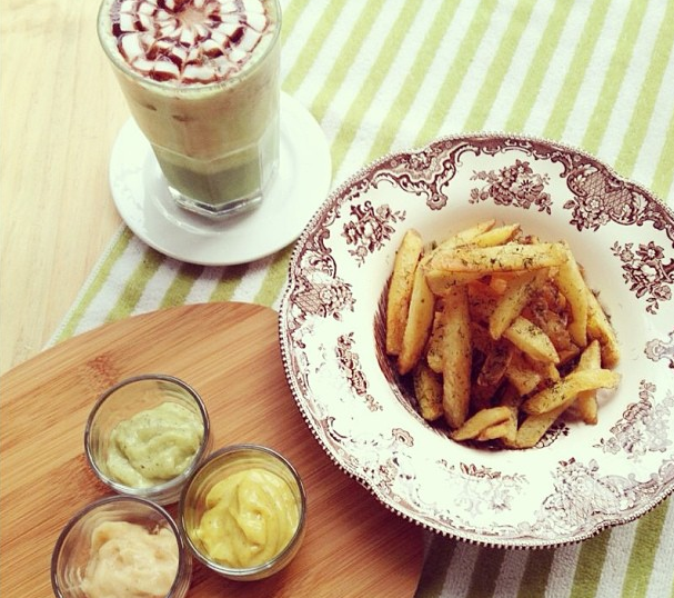 Photo courtesy of Andra Alodita. Patat met Joppie-Wannabe, Cajun Mayo, & Pesto Mayo