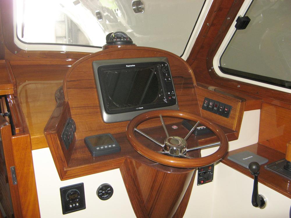 Motoryacht helm electronics installation