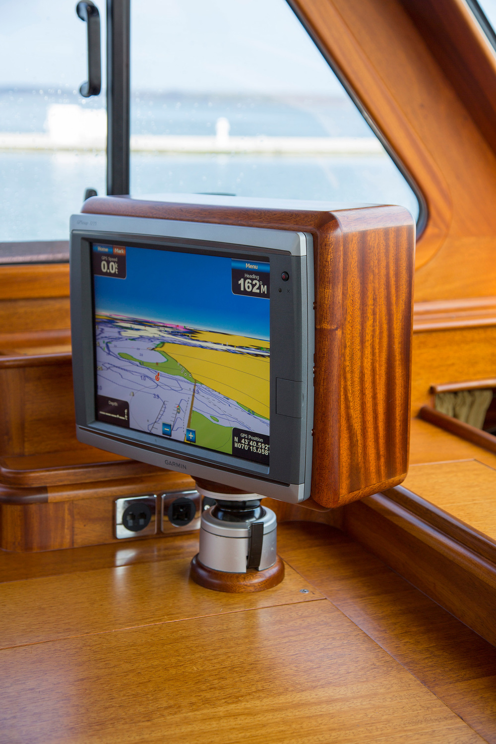 Custom chartplotter mount