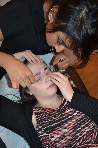 threading eyebrows 11.JPG