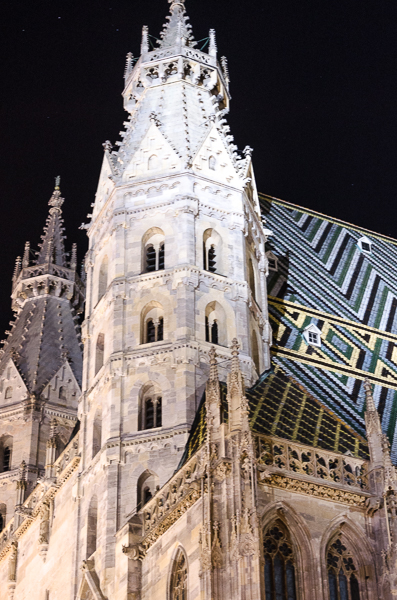 Stephansdom, at night