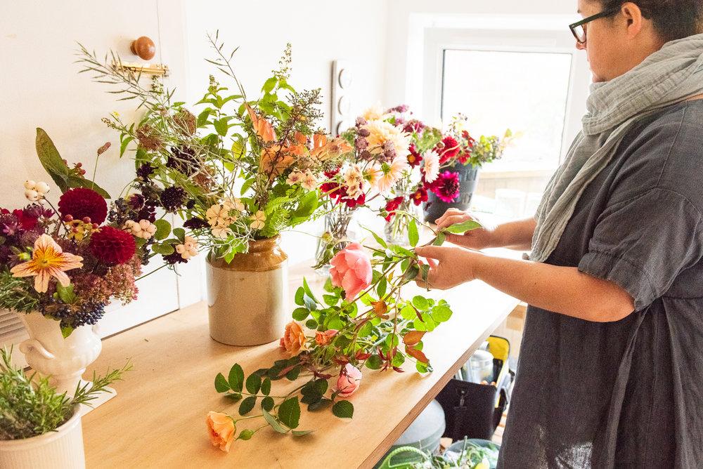 Rachael Hedgerow bridal flower preparation
