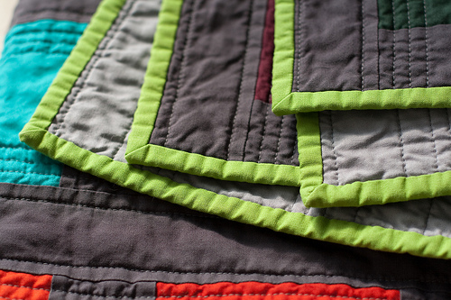 Quilting 911 - How to Sew Quilt Binding Roundup — VERY SHANNON : applying quilt binding - Adamdwight.com