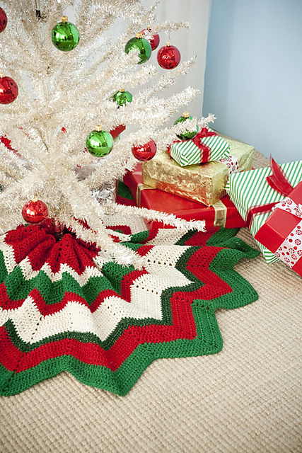 how to make a round christmas tree skirt