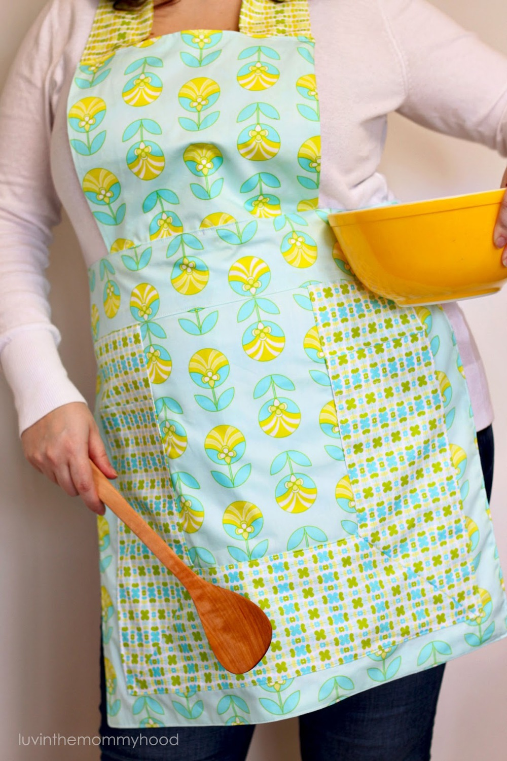 Jeni Reversible Apron Tutorial from luvinthemommyhood.com