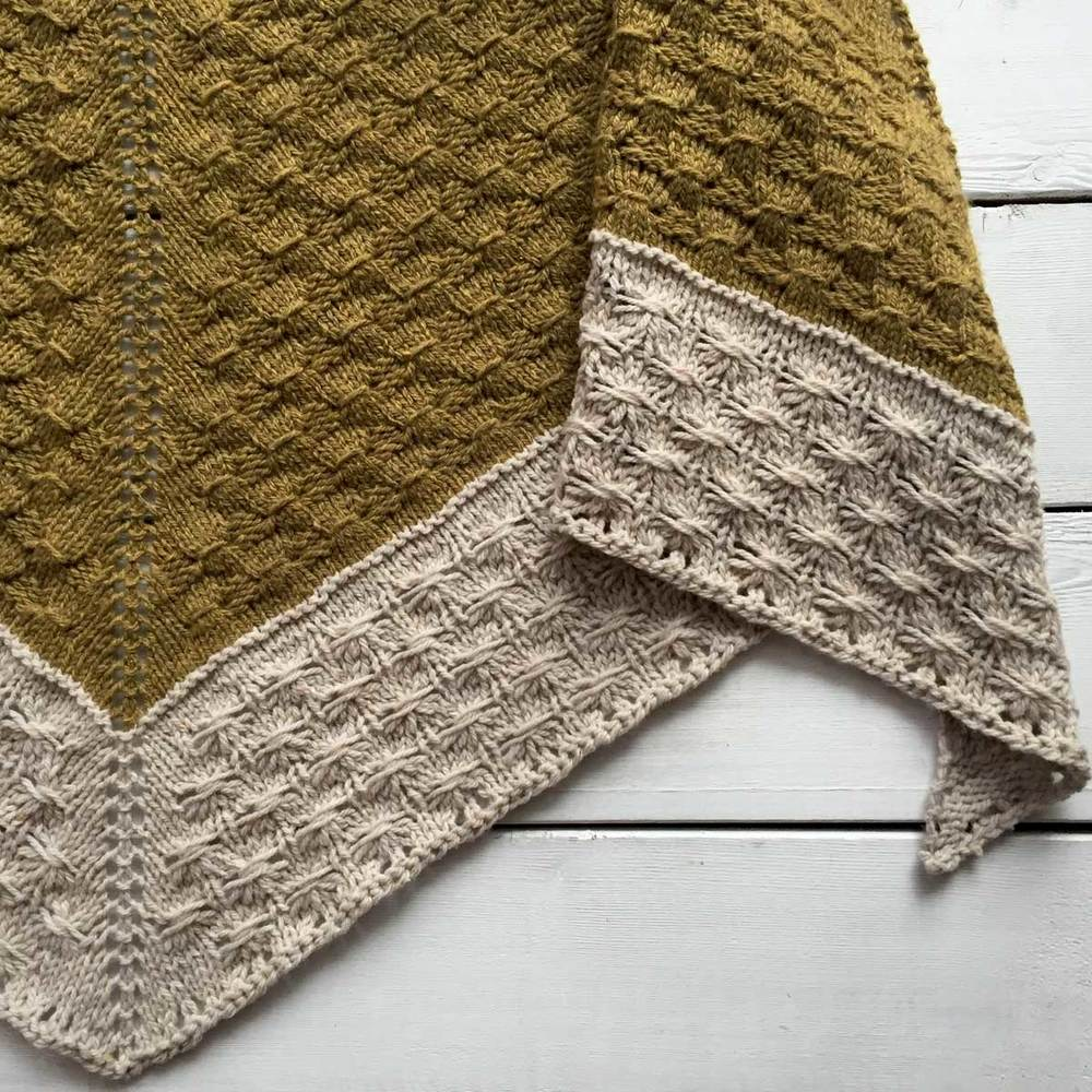 Amberle Shawl Pattern by Shannon Cook of VeryShannon.com #amberleshawl