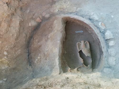 Amphora inside installation