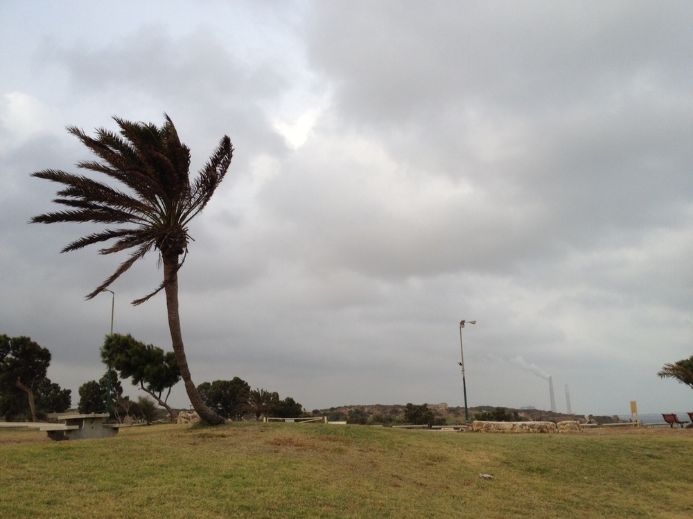 Dark clouds over Ashkelon