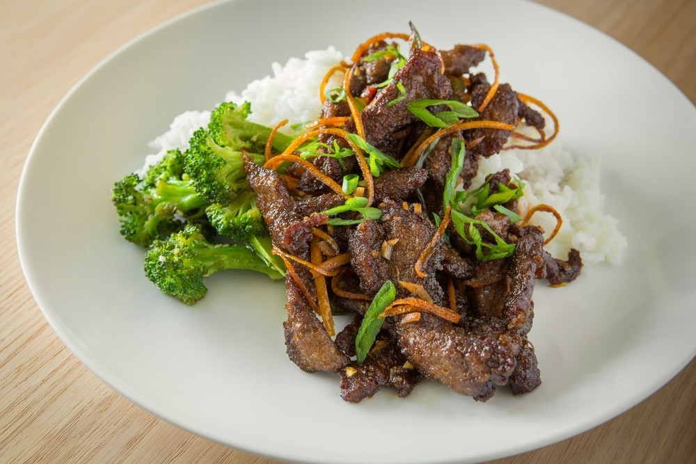 Orange Sesame Beef with Broccoli & White Rice | Crispy Beef Strips Seasoned with Fresh Orange and Sesame. Served with Broccoli Florets and White Rice.