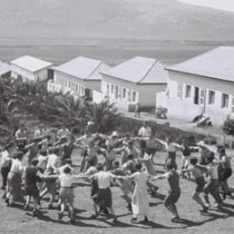 Kibbutz-members-at-Kibbut-006 1936_ from the guardian.jpg