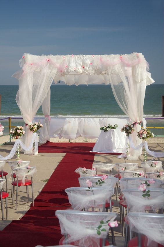 Non-traditional wedding ceremony location - beach.