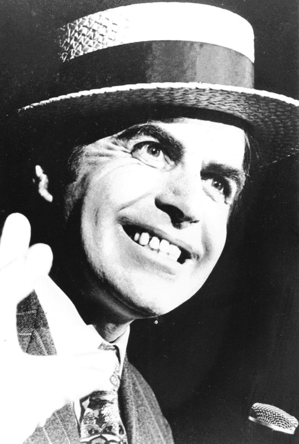 18_John Cairney as Archie Rice in 'The Entertainer', Dundee Repetory Theatre 1972.jpg