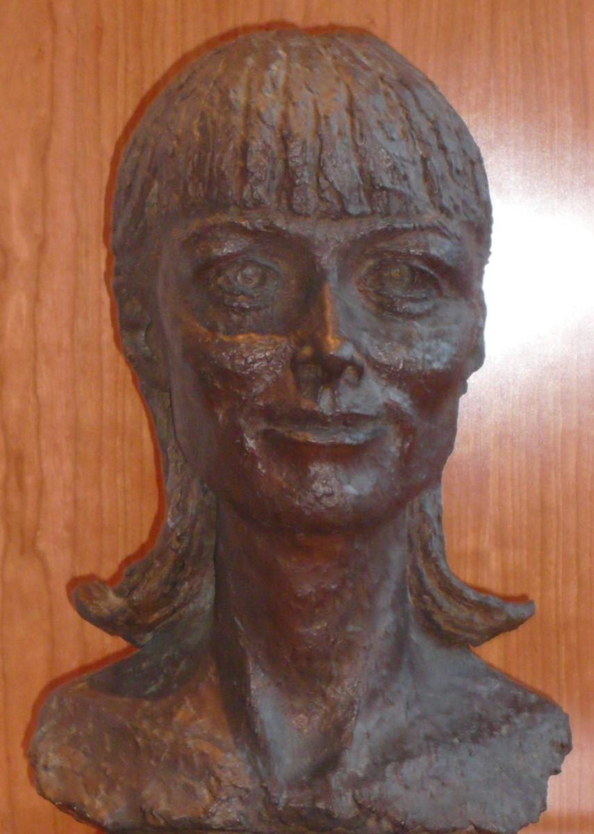 05_Bronze bust by Benno Schotz of Alannah O'Sullivan 1979 (2).jpg