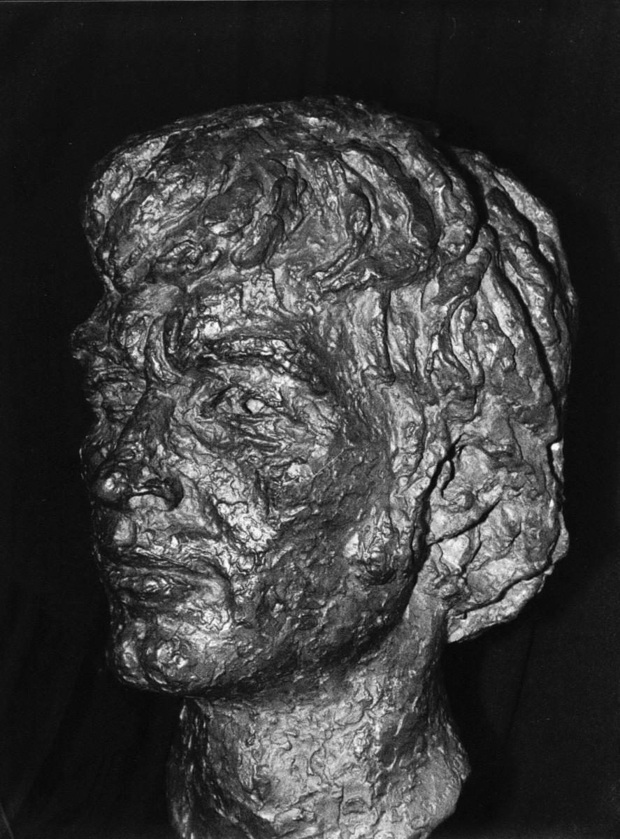 08_Bronze bust by Benno Schotz of John Cairney as Robert Burns (1).jpg