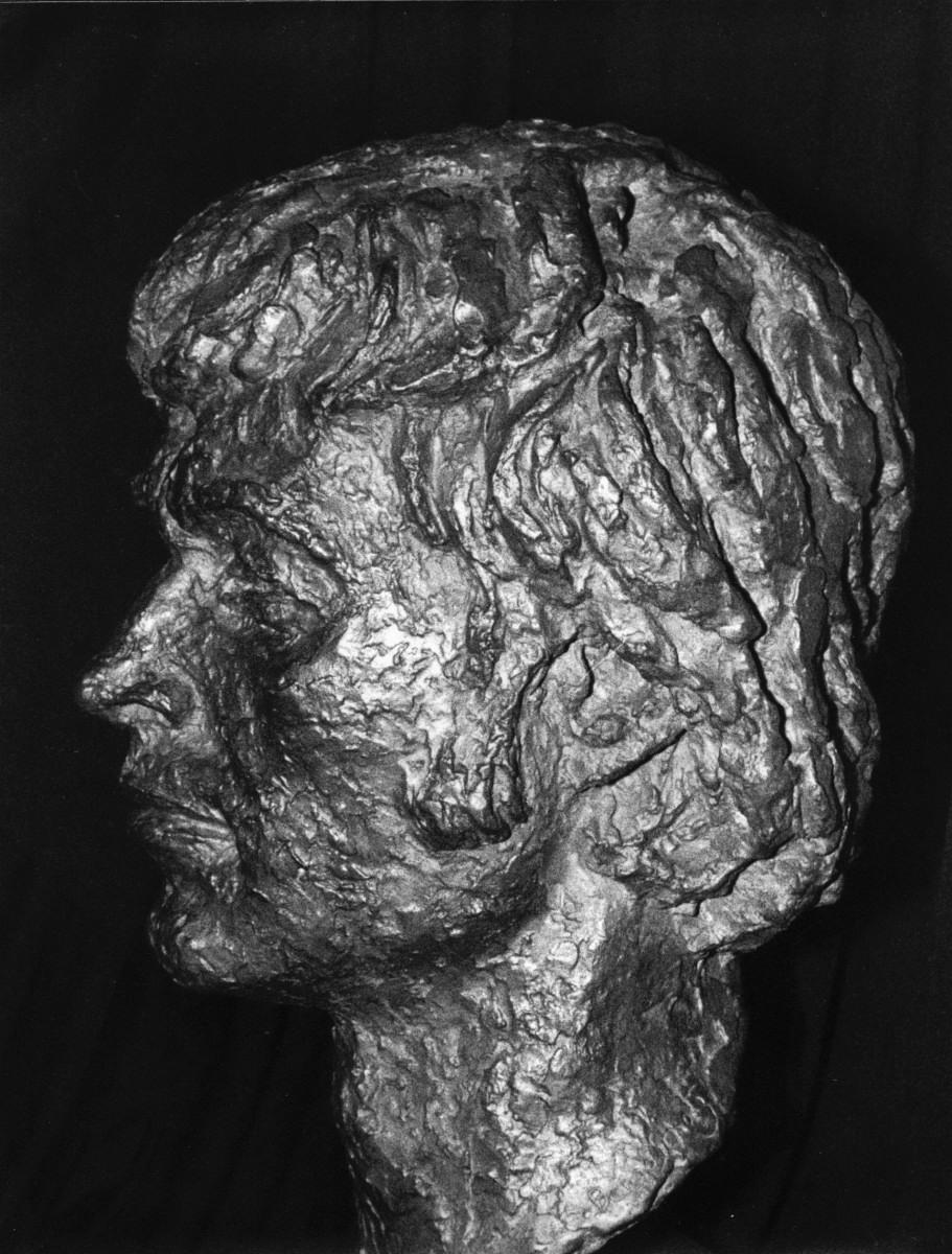 09_Bronze bust by Benno Schotz of John Cairney as Robert Burns 1969 (2).jpg
