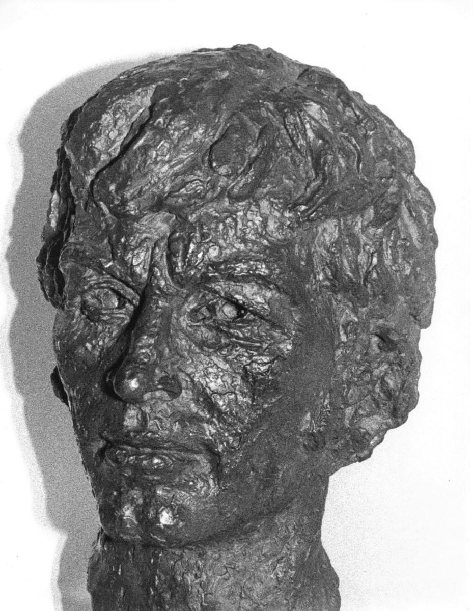 10_Bronze bust by Benno Schotz of John Cairney as Robert Burns 1969.jpg