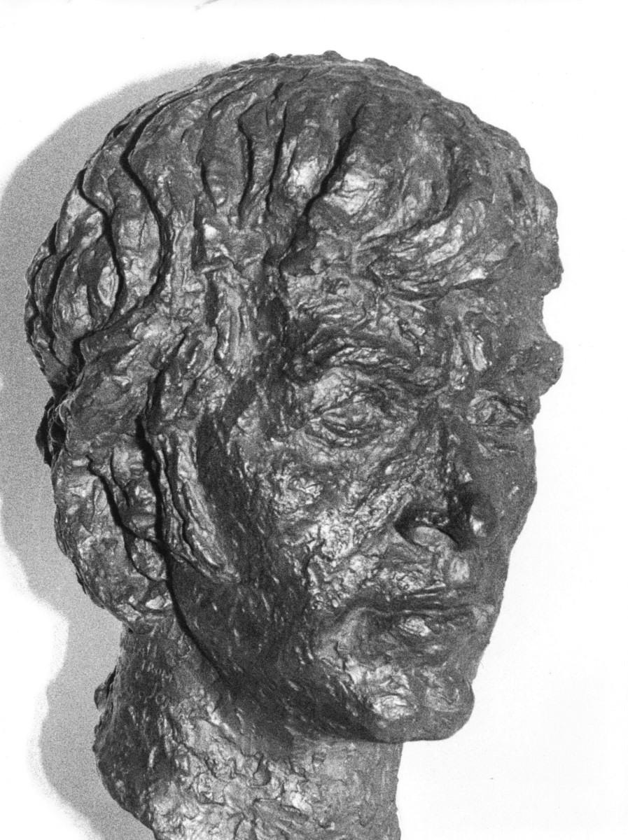 11_Bronze bust by Benno Schotz of John Cairney as Robert Burns 1969 (4).jpg