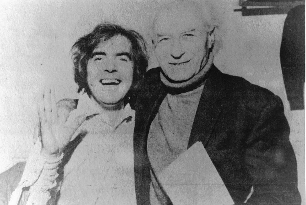 12_John Cairney and Benno Schotz, who sculpted a bronze bust of John as Robert Burns.jpg
