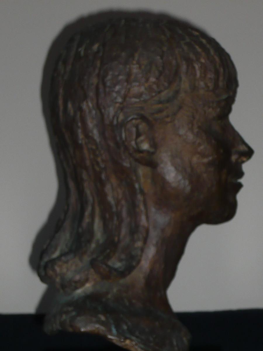 04_Bronze bust by Benno Schotz of Alannah O'Sullivan 1979.jpg