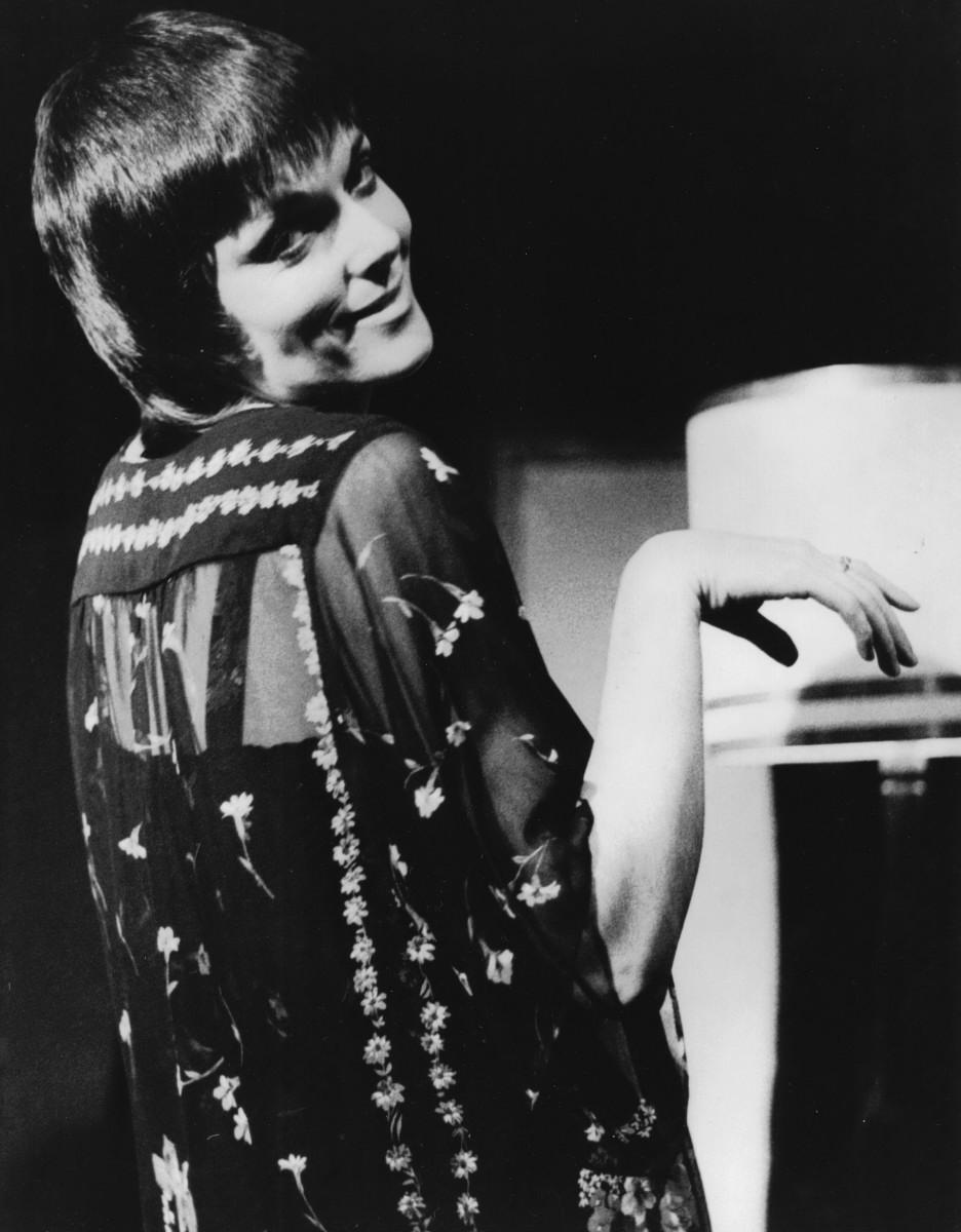 19_Alannah O'Sullivan as Dorothy Parker in 'As Dorothy Parker Once Said' Auckland Festival NZ 1980.jpg