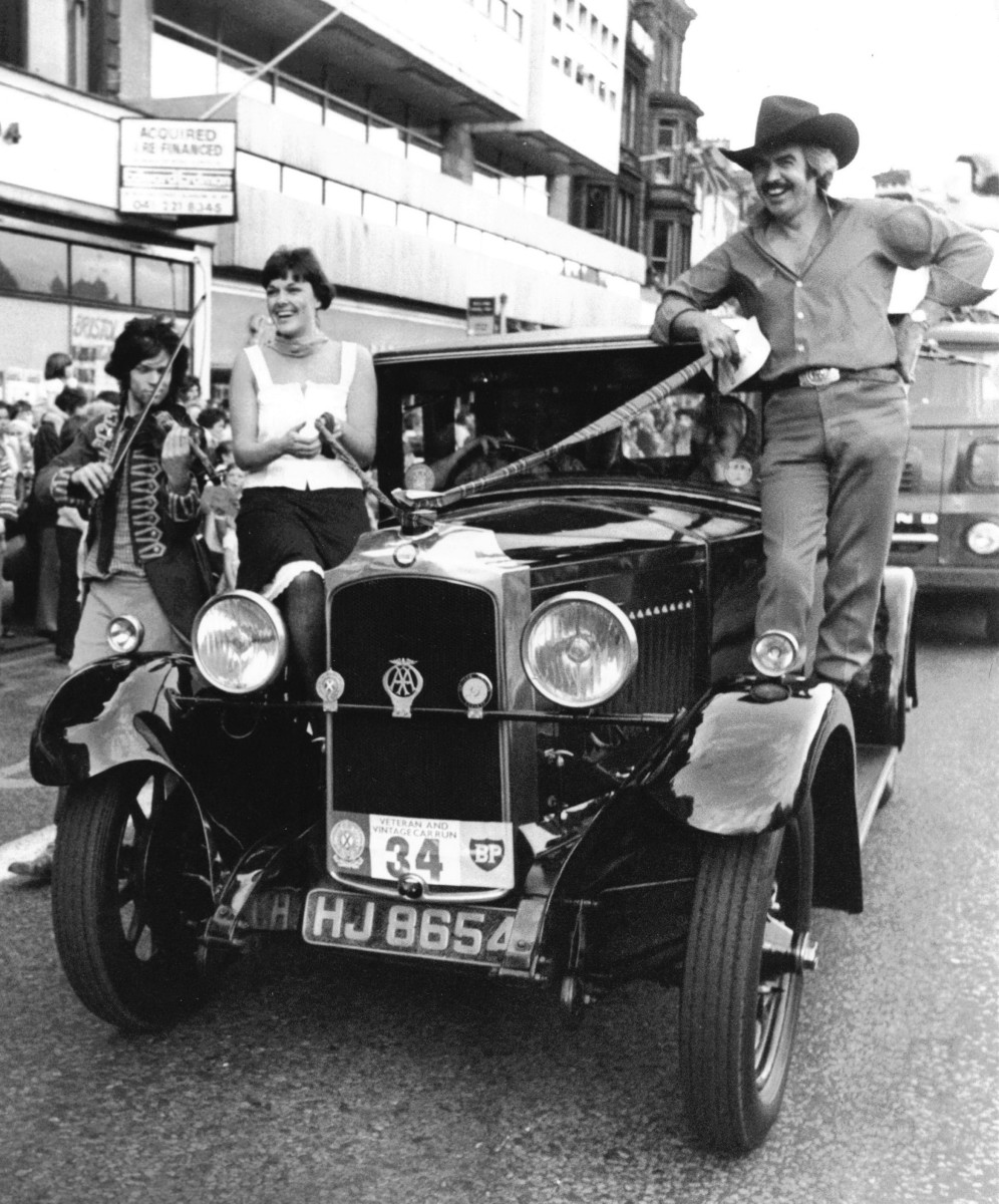 33_John Cairney & Alannah O'Sullivan in The Edinburgh Festival Parade 1978.jpg