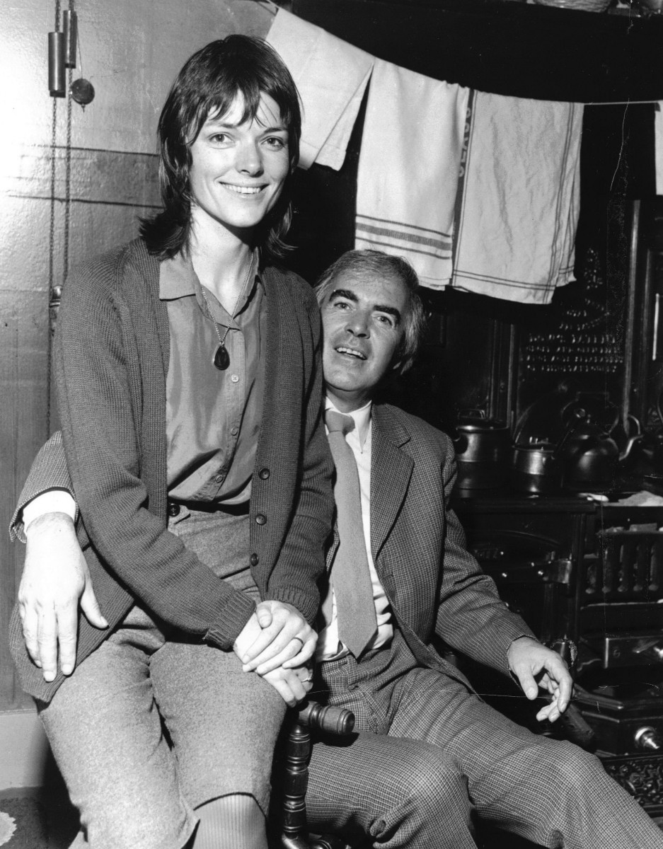 37_John Cairney & Alannah O'Sullivan in The Tenement House, Glasgow c1986.jpg