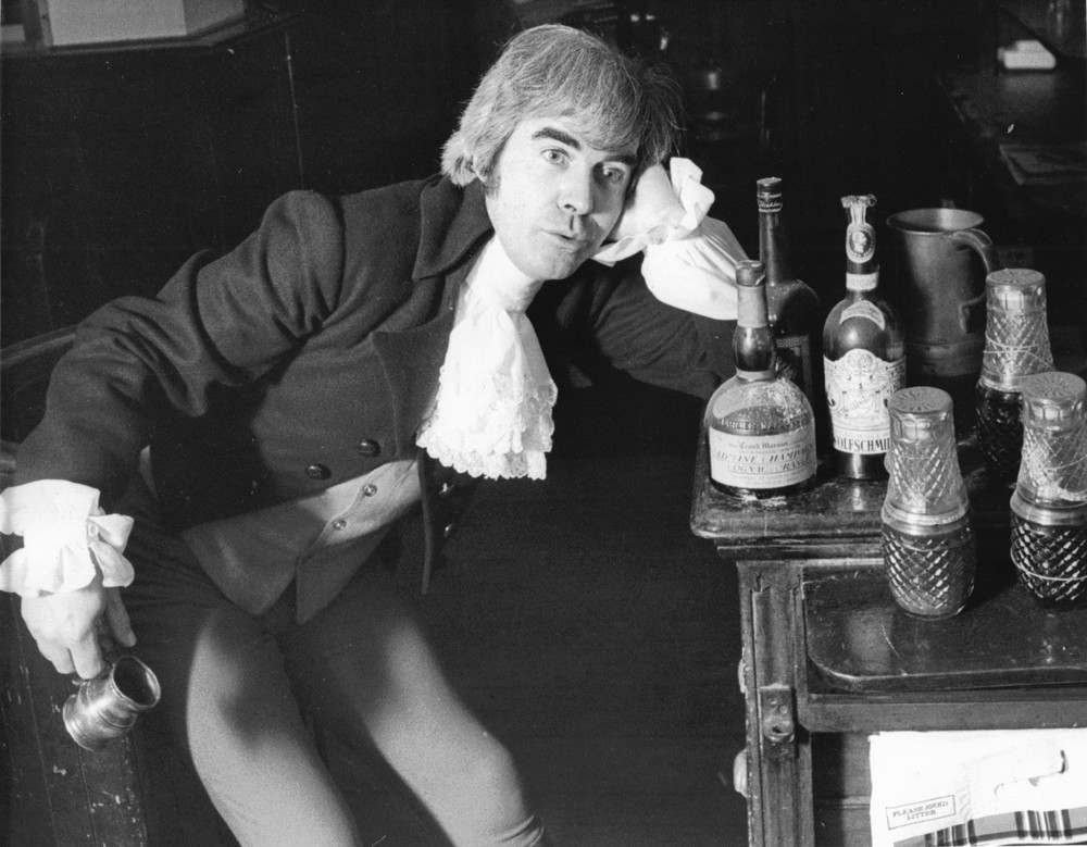04_Publicity shot of John Cairney as Robert Burns  c1975.jpg